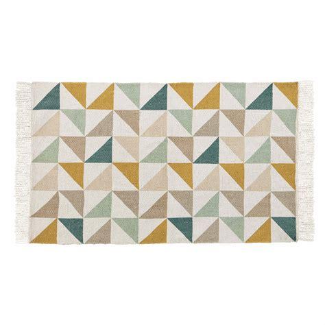 salle de bain dans une chambre tapis motif triangles en coton 60 x 100 cm gaston