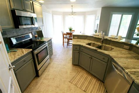 easy kitchen cabinet makeover decoart diy easy kitchen cabinet makeover 7005