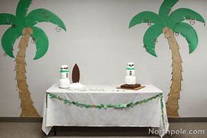 Make your own palm tree decorations for a Christmas in