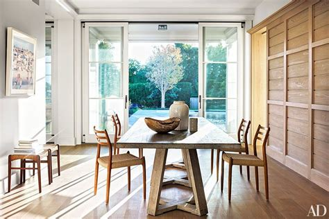 A Long Island Beach House Embraces Shingle Style Kitchen