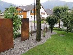 Metall Im Garten : sichtschutz rostig garteneinfassung brunnen aus stahl ~ Lizthompson.info Haus und Dekorationen