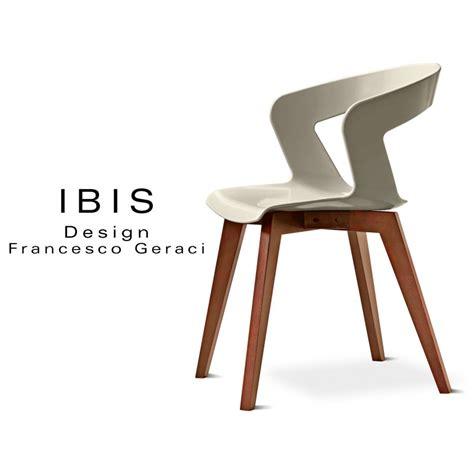 chaise de couleur en plastique chaise design coque piétement bois ibis assise plastique