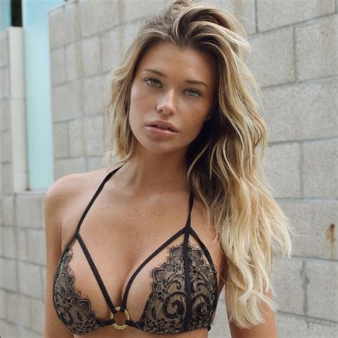 Samantha Hoopes is Blowing Up Instagram Today - GeekShizzle