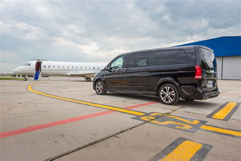 Airport Transfers by Luxurious Airport Transfer From Reykjavik To