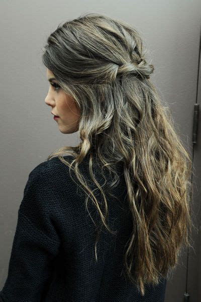 frisuren fuer locken graue haare rauswachsen lassen