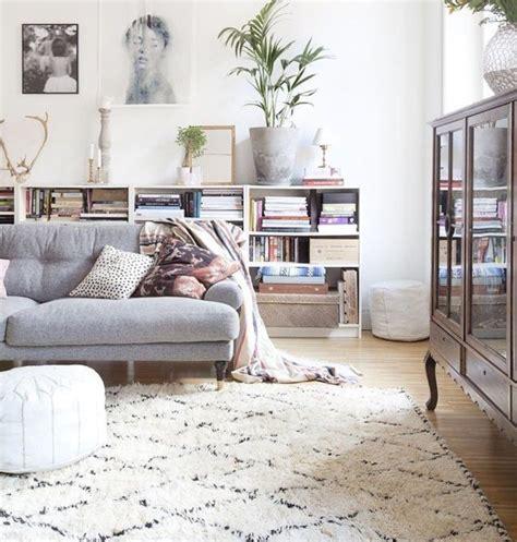 jeter de canape 1000 idées sur le thème décor de canapé beige sur