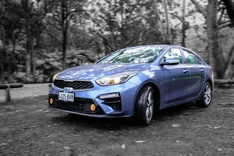 auto review  kia cerato sport  sport sedan
