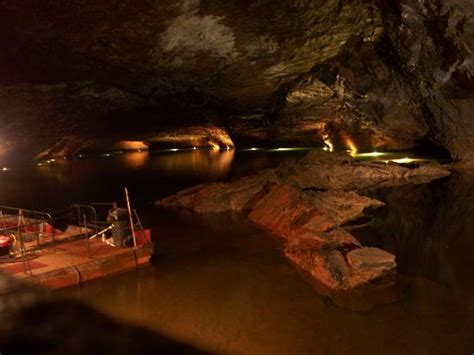 Glass Bottom Boat Sweetwater Tn by Take The Glass Bottomed Boat Tour At The Lost Sea In Tennessee