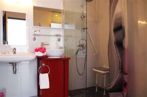 hotel chambre 5 personnes chambre handicapée adaptée aux personnes à mobilité
