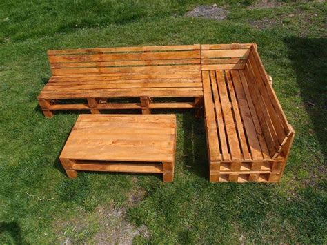 Pallet Settee by Pallet Sectional Sofa With Coffee Table 101 Pallets