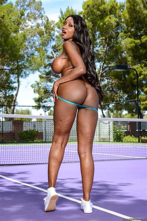 Sexy Pornstars Nikki Benz And Diamond Jackson Play Tennis