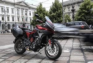Mv Agusta Turismo Veloce : 2018 mv agusta turismo veloce 800 lusso scs first ride review ~ Medecine-chirurgie-esthetiques.com Avis de Voitures