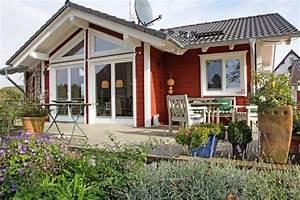 Holzhaus Bungalow Preise : holzhaus schwedenhaus bungalow vogelkirsche stommel haus ~ Whattoseeinmadrid.com Haus und Dekorationen
