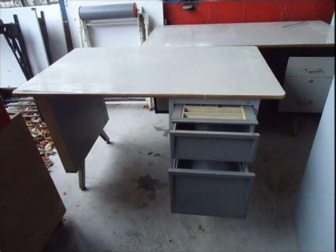 bureau en fer webenchères ventes de matériel d 39 occasion mobilier