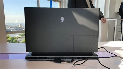 dell  putting thin  light alienware laptops  area