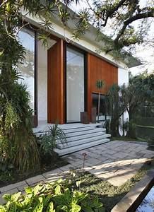 Rio At Home : contemporary colonial home in rio decorated in neutral palette ~ Lateststills.com Haus und Dekorationen