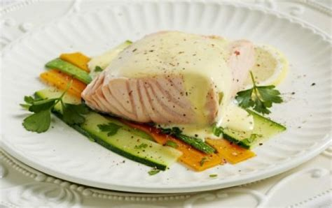 Recipies that use valute sauce. Salmon with vegetables and velouté sauce - iCookGreek