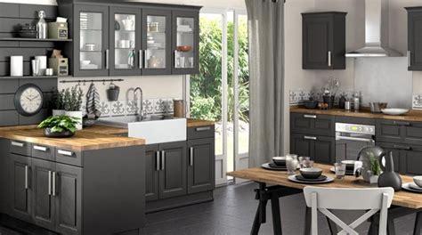 cuisine grise plan de travail bois pratique une cuisine au plan de travail