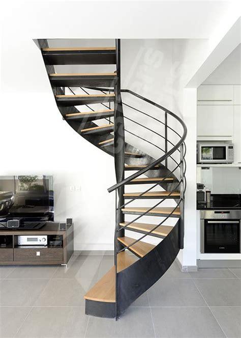 res d escalier interieur escalier d int 233 rieur m 233 tallique design sur flamme centrale formant escalier balanc 233 sans m 226 t