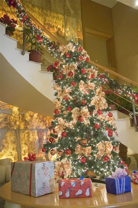 decorate  stairs  christmas