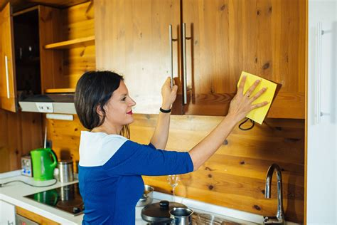 tips  cleaning food grease  wood cabinets