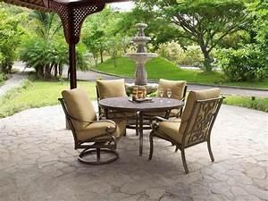 Bistrotisch Und Stühle : einige fotos von traditionellem bistrotisch ~ Buech-reservation.com Haus und Dekorationen