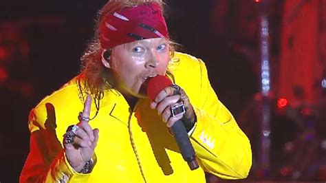 axl rose out of breath guns n roses assault nostalgia with rock in rio return