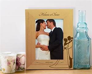 Cadre Photo Mariage : cadre photo en bois grav mariage ~ Teatrodelosmanantiales.com Idées de Décoration
