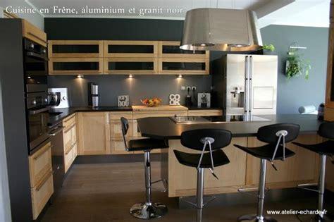 cuisine granit noir 1000 images about cuisine bois et noir on