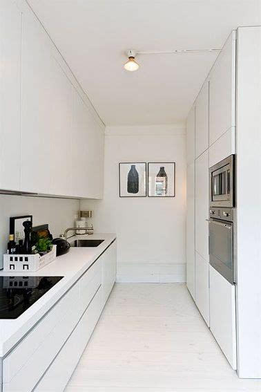 cuisine etroite la cuisine adopte la couleur blanche studios et