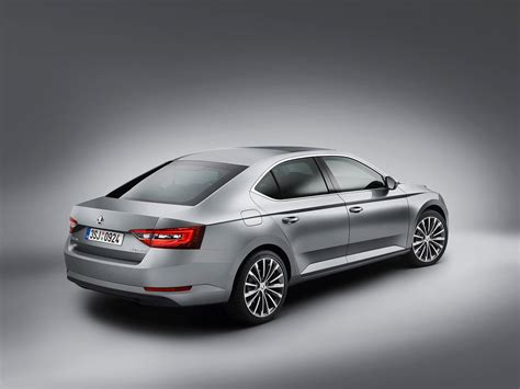 Skoda Superb unveiled (2015) and it's now a hatchback ...