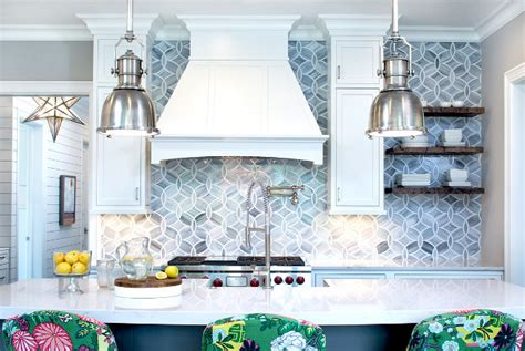 Sacks Kitchen Backsplash by Classic Coastal Cottage Style Home Home Bunch Interior