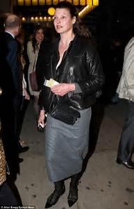 Make-up free Linda Evangelista at fellow model Carla Bruni ...