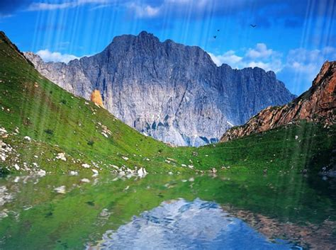 Animated Mountain Wallpaper - free animated nature gif
