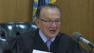 "Humorous Judge Dismisses ""Ridiculous"" Ticket When Woman ..."