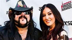 Chelsey Yeager Wiki (Vinnie Paul's Wife) Bio, Age, Family ...