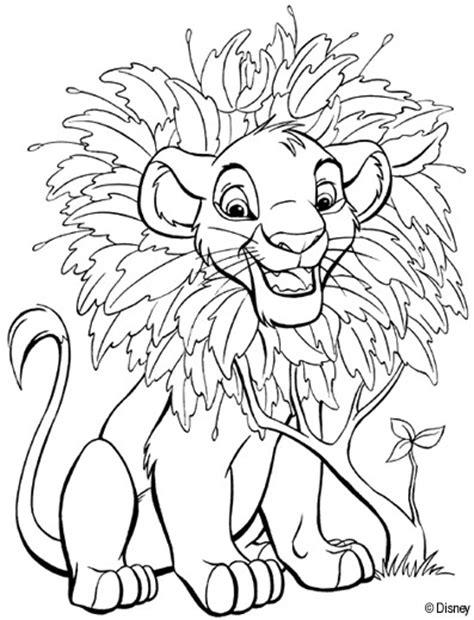 coloriage le petit roi lion entoure des feuilles