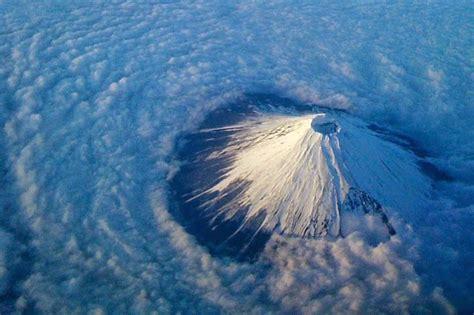 visit sacred mount fuji   chureito pagoda  japan snow addiction news  mountains