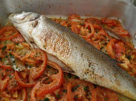 cuisiner une truite au four poisson bar au four façon portugaise peixe no forno à