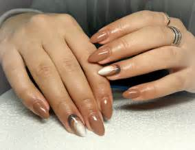 Simple and creative brown nail design