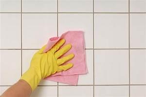 Weiße Fugen Reinigen : dunkle badfugen mit natron wei machen reinigung badezimmer reinigen badezimmer putzen und ~ Orissabook.com Haus und Dekorationen