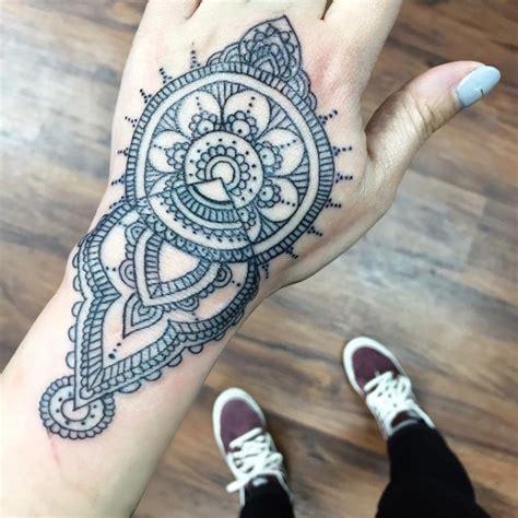 1001 id 233 es tatouage mandala bien plus qu un simple