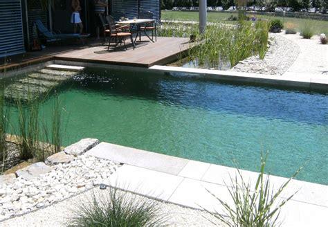 Gestaltung Rund Um Den Pool by Gerade Linien Und Hochwertige Materialien Rund Um Den