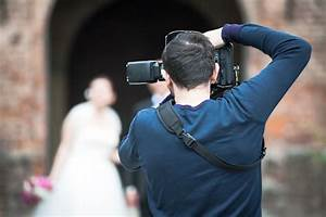 5 things you didnt know about wedding photography With wedding cameraman