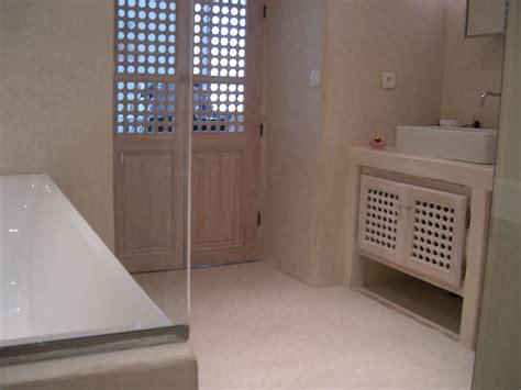 tadelakt de marrakech lahouari tahiri salle de bain sol en tadelakt nature