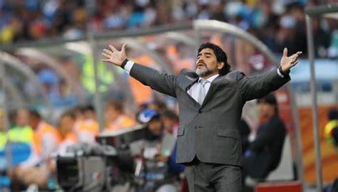Pele, maradona and ronaldo top the fifa 21 best players list. Football greats Diego Maradona, Pablo Aimar to visit India ...