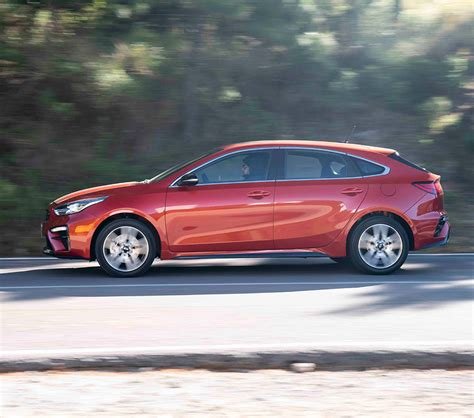 kia forte gt hatchback  turbo llega  mexico autos