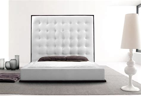 White Leather Bed With High Headboard And Wood Grain Trim Beds Pinterest High Headboards