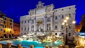 Llega la noche a la Fontana di Trevi, Roma