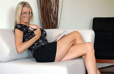Blonde Milf Emma Starr Fucking In The Bed With Her
